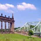 Die Glienicker Brücke zwischen Potsdam und Berlin